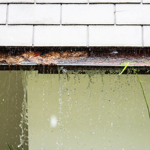 Cincinnati Gutter Cleans Gutters to Keep Them From Overflowing.